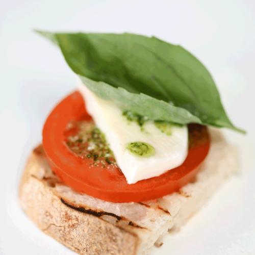 Tomato mozarella snitta